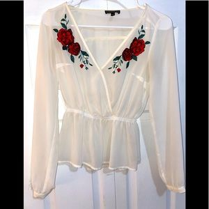 Nwot express lace floral embroidery 🧵 blouse vee